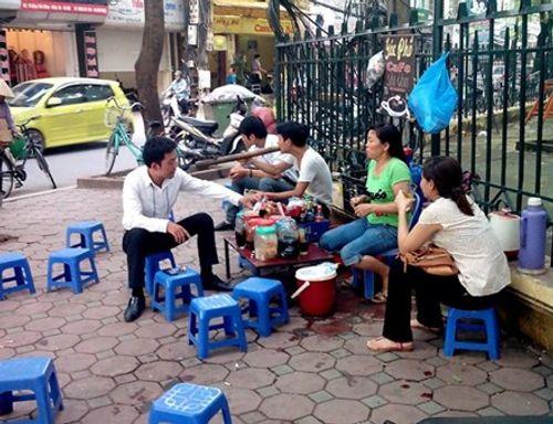 Một quận trung tâm Hà Nội có 333 quán trà đá vỉa hè - Ảnh 1