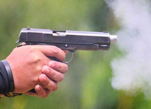 Truy tìm nam thanh niên rút súng bắn công an khi bị yêu cầu dừng xe  - Ảnh 1