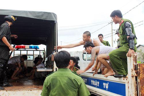 Vụ hàng trăm học viên cai nghiện phá cửa trốn trại: Truy tố 49 đối tượng cầm đầu - Ảnh 1
