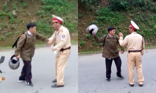 Bị dừng xe, người vi phạm giao thông cầm mũ bảo hiểm dọa CSGT - Ảnh 1