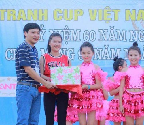 Bóng đá phủi quy tụ phố núi tranh cúp Việt Nam Xanh - Ảnh 2