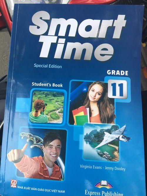"""Phụ huynh """"tố"""" bị ép mua sách Tiếng Anh khác thay sách chuẩn - Ảnh 1"""