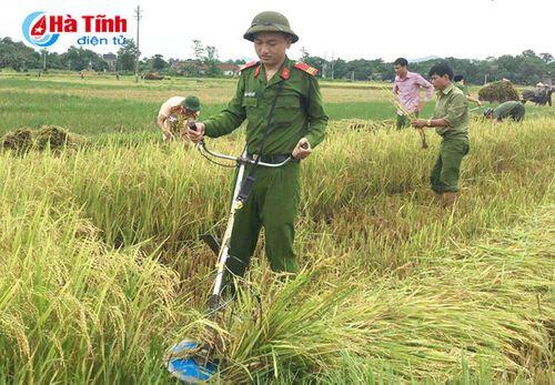 Bão số 10 giật cấp 15 đổ bộ Hà Tĩnh- Quảng Bình - Ảnh 18