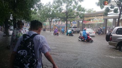 700.000 học sinh Nghệ An nghỉ học tránh bão số 10 - Ảnh 1