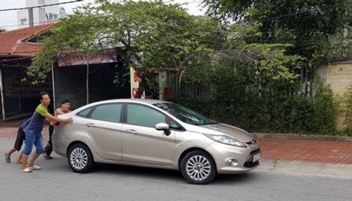 """Khách hàng """"tố"""" Ford Việt Nam càng sửa xe càng chết máy - Ảnh 3"""