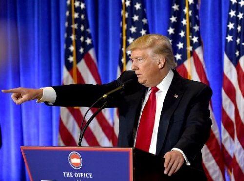 Donald Trump 'đấu khẩu' với phóng viên CNN trong họp báo - Ảnh 1