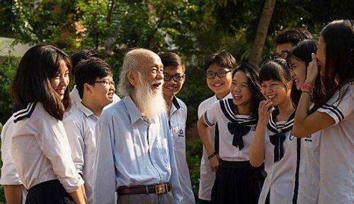Gia đình đưa thầy Văn Như Cương về thăm trường Lương Thế Vinh lần cuối - Ảnh 1