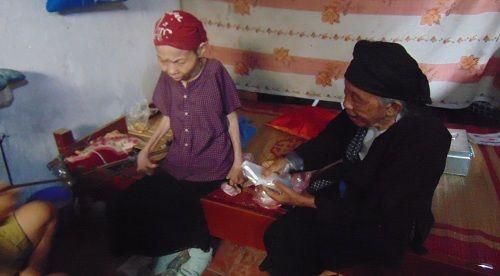 Câu chuyện về người phụ nữ bại liệt 42 năm và người con gái hiếu thảo - Ảnh 2