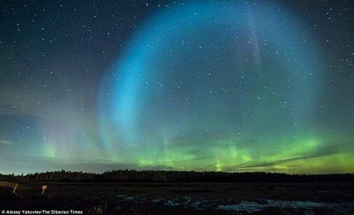 Quả cầu ánh sáng khổng lồ bí ẩn xuất hiện trên bầu trời Nga - Ảnh 2