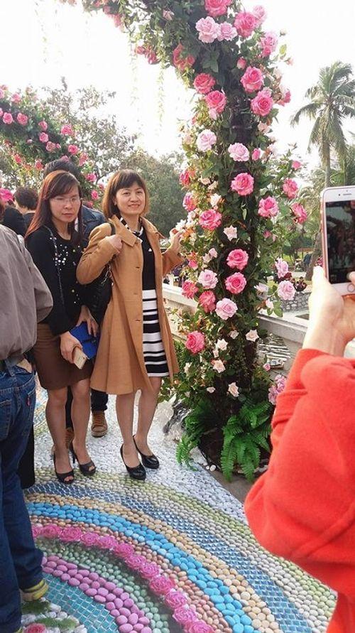 Lễ hội hoa hồng Bulgaria: Nhiều gia đình đến chỉ để chụp ảnh lưu niệm - Ảnh 7