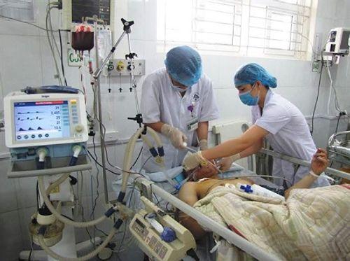 Tin mới về sức khỏe nạn nhân xe khách rơi xuống vực ở Lào Cai - Ảnh 1