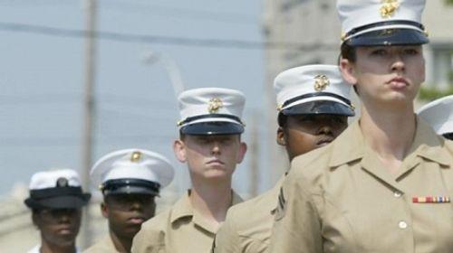 Câu chuyện cay đắng của các nữ quân nhân Mỹ bị tung ảnh nhạy cảm - Ảnh 1