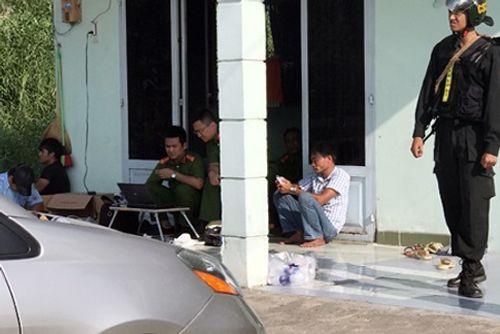 Hàng chục trinh sát vây bắt đường dây rút ruột xe bồn chở xăng dầu ở Sài Gòn - Ảnh 1