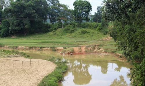 Lùa trâu qua sông, 3 em học sinh bị nước cuốn - Ảnh 1