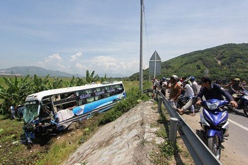 Tai nạn liên hoàn trên quốc lộ, 3 người thương vong - Ảnh 1