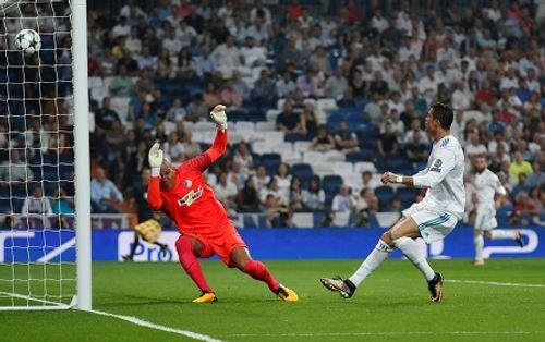 Ronaldo tỏa sáng lập cú đúp, Real đè bẹp APOEL - Ảnh 1