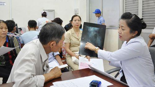 Bộ Y tế đề nghị bãi bỏ quy định về hộ khẩu - Ảnh 1