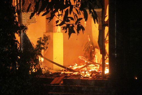 Hỏa hoạn tại quán Karaoke, 6 phòng hát bị thiêu rụi - Ảnh 1