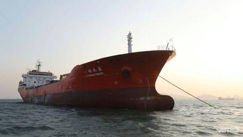 Hàn Quốc bắt giữ tàu chở hàng nghi giao dịch dầu thô với Triều Tiên - Ảnh 1
