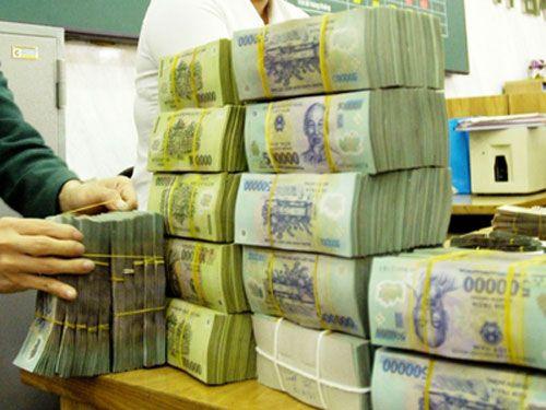 Lãnh đạo ngân hàng nhận lương 300 triệu đồng/tháng - Ảnh 1