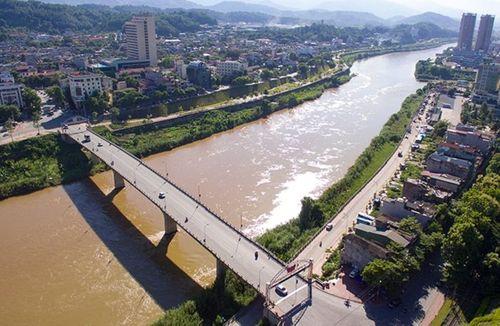 Đề xuất xây cầu từ Bát Xát sang Trung Quốc để thuận tiện buôn bán - Ảnh 1