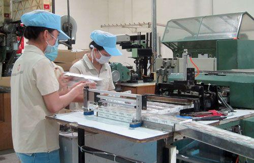 Bộ Công Thương cho nhập máy cuốn thuốc lá Trung Quốc về Việt Nam - Ảnh 1