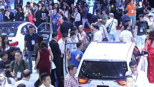 Ô tô dưới 9 chỗ ngồi nhập về Việt Nam giảm mạnh - Ảnh 1