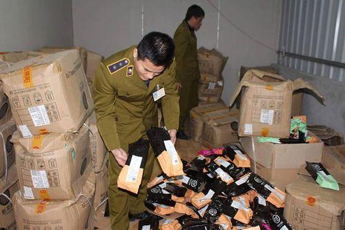 Hà Nội: Tạm giữ 2.000 túi nguyên liệu trà sữa không rõ nguồn gốc - Ảnh 1