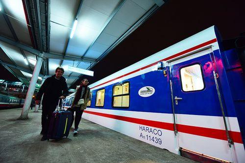 Tàu hỏa xuyên Việt bất ngờ vào top 10 tuyến tàu đẹp nhất châu Á - Ảnh 1