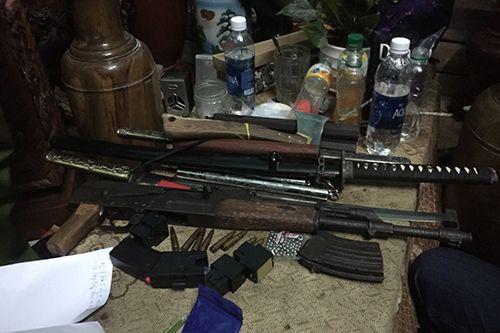 """Thu giữ súng AK trong phòng ngủ của """"trùm"""" ma túy - Ảnh 1"""