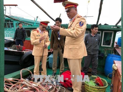 Quảng Ninh: Bắt giữ hàng loạt tàu khai thác thủy sản trái phép - Ảnh 1