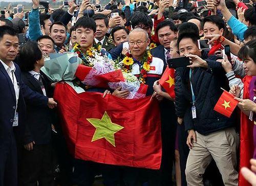 Những hình ảnh đầu tiên của các cầu thủ U23 tại Nội Bài - Ảnh 6