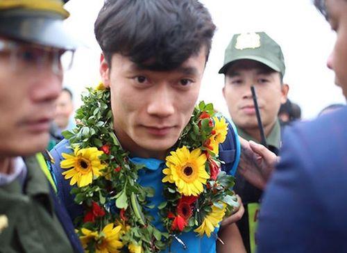 Những hình ảnh đầu tiên của các cầu thủ U23 tại Nội Bài - Ảnh 5