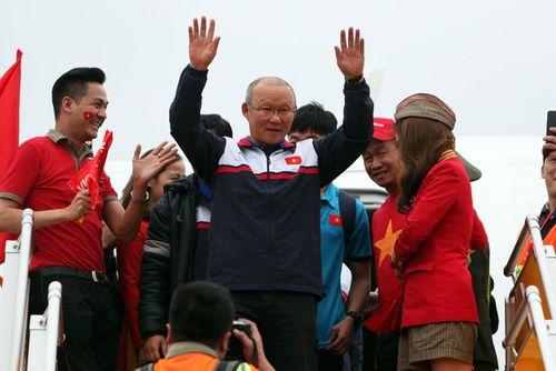 Những hình ảnh đầu tiên của các cầu thủ U23 tại Nội Bài - Ảnh 3