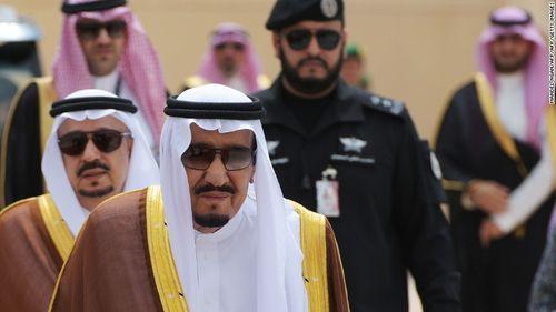 Ả Rập Xê Út bất ngờ thả nhiều quan chức, hoàng thân - Ảnh 1