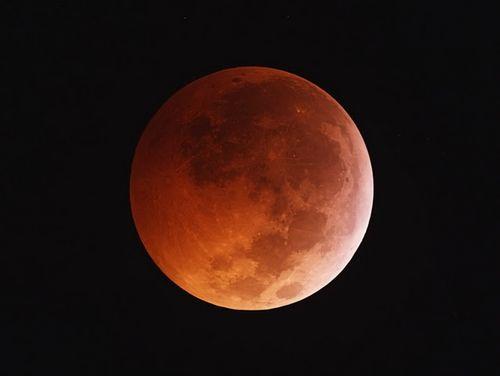 Nguyệt thực toàn phần và siêu trăng sẽ cùng diễn ra vào tối 31/1 - Ảnh 1