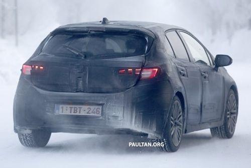 Toyota Auris chính thức trở về với tên gọi Corolla - Ảnh 1
