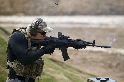 Quân đội Nga tiếp nhận súng trường AK thế hệ mới - Ảnh 1