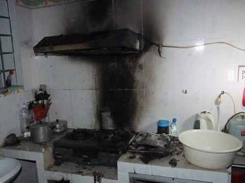 Bình gas rò rỉ gây cháy khiến 3 người thương vong - Ảnh 1