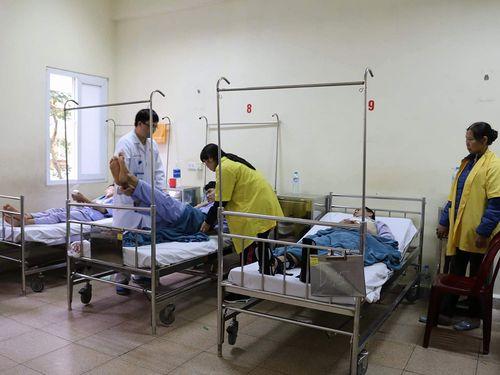 Sập giàn giáo công trình nhà ga cáp treo Yên Tử, 4 người bị thương - Ảnh 1