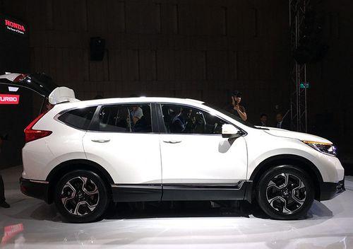 Mới đầu năm 2018, Honda CR-V 7 bất ngờ tăng giá thêm 150 triệu đồng - Ảnh 1