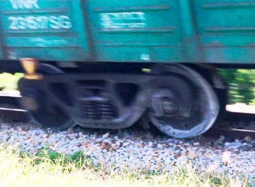 Quảng Ngãi: Đang lưu thông, tàu hỏa bất ngờ trật bánh khỏi đường ray - Ảnh 2
