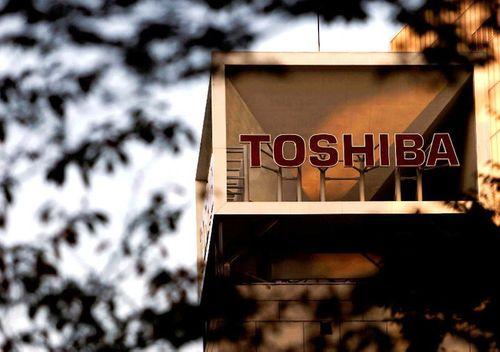 Kinh doanh thua lỗ liên tục, Toshiba thẳng tay sa thải 7.000 nhân viên  - Ảnh 1