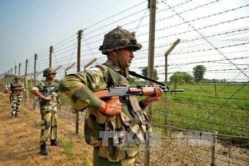 Ấn Độ: Đấu súng kéo dài hơn 30 giờ giữa Lục quân Ấn Độ và lực lượng khủng bố - Ảnh 1