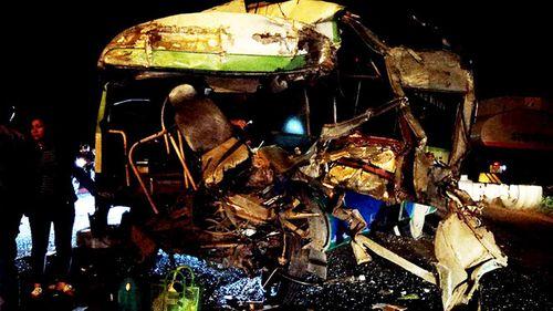 Đồng Nai: Xe bus đối đầu ô tô khách, 7 người thương vong - Ảnh 1