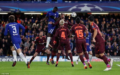 Barcelona may mắn hòa Chelsea trên đất Anh nhờ bàn thắng lịch sử của Messi - Ảnh 1