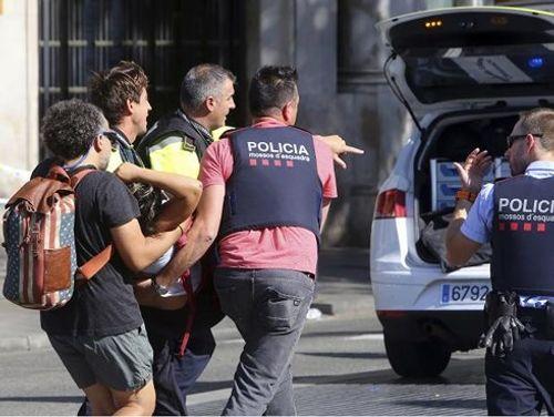 Pháp bắt giữ thêm 3 nghi can trong các vụ tấn công tại Tây Ban Nha - Ảnh 1