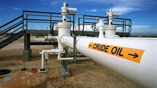 Giá dầu thế giới bị đẩy lên mức cao trong phiên giao dịch ngày 22/2 - Ảnh 1