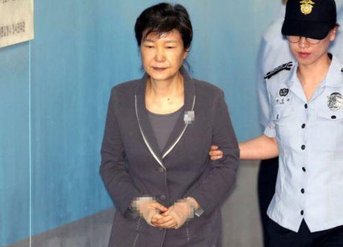Cựu tổng thống Hàn Quốc có thể bị phạt hơn 110 triệu USD - Ảnh 1