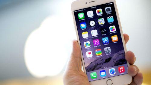 Apple sẽ đề xuất hoàn tiền cho khách hàng mua pin iPhone - Ảnh 1